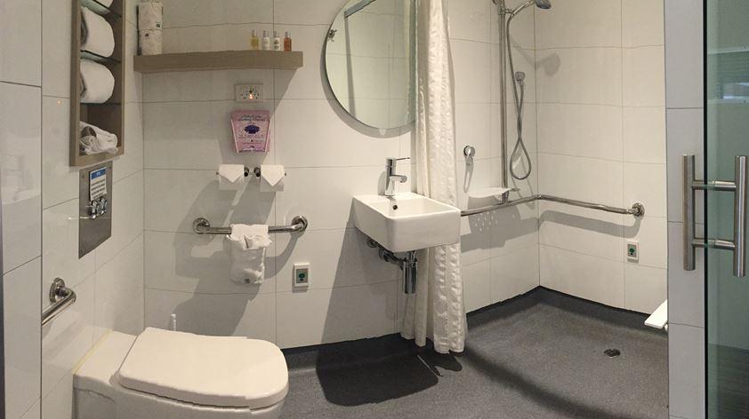 Fitzroy Postnatal Bathroom